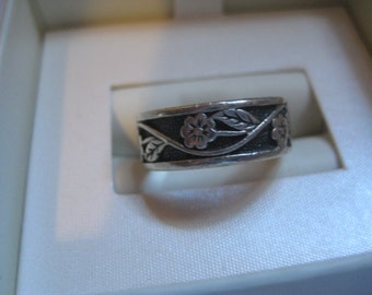 Sterling Silver Band Ring with Flowers Around the Band