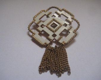 Vintage AVON White Enamel on Gold Tone Chain Fringe Nautical Knot Pin