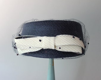 1960s Hat / Vintage 50s 60s Nautical Bow Hat / Veiled Bow 1960s Pill Box Hat