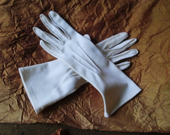 Wedding vintage  50s, off white, stretched nylon, hand made with a decorative stitches, classy gloves. Size 8.Free shipping.