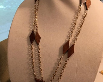Sale - 1970s Mod wood and gold chain necklace