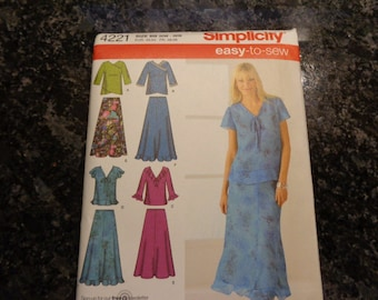 Simplicity 4221 women's skirt and top pattern