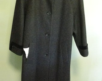 Vintage gray wool coat with velveteen trim XL size Mario De Pinto Made in USA