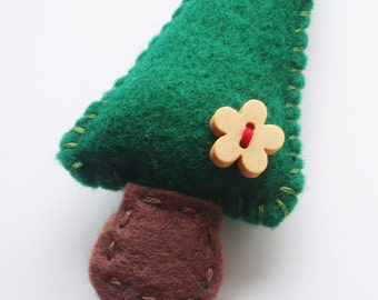 SUPER CUTE PROMO : Felt Tree Decoration - kelly green with wooden flower button