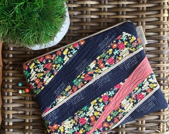 Abstract Lines Floral Navy Clutch