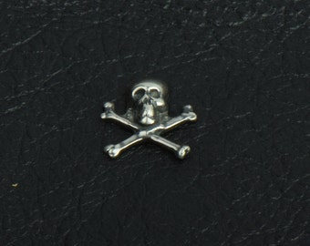 Skull and Crossbones Charm, 13mm,  Jolly Roger, Classic Silver, pack of 6 15258CS