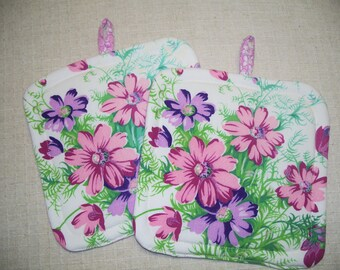 Shabby Chic Pot Holders   Made From Vintage Tablecloth   Set Of 2    Insulated Fabric