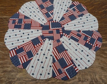 "21"" 4th of July Table Topper Reverses to Lime Green Decorator Fabric"