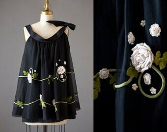 Midnight in the Rose Garden Tunic | 1950s net rose appliqué top | 50s black cream maternity blouse