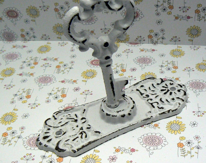 Skeleton Key Door Back Plate Shabby Style Chic Hook Jewelry Holder Curtain Tie Back White / White Towel Holder French Decor Paris