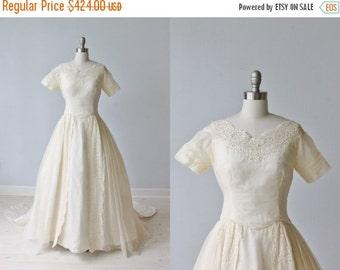 SALE 1950s Wedding Dress / Silk Organza Wedding Dress / Ballgown Silhouette / Short Sleeves / Chapel Train