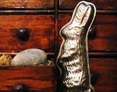 Vintage Tin Chocolate Mold, Vintage Rabbit Mold, Easter Rabbit Mold, Primitive Easter Rabbit, Easter Bunny, Primitive Basket Filler Tin Mold