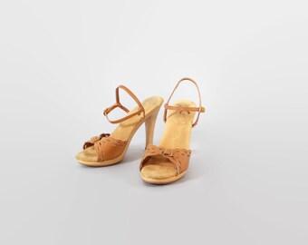 Vintage 70s SANDALS / 1970s Boho Tan LEATHER Peep Toe Strappy Heels 6