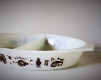 Vintage Split Dish Pyrex / Vintage Kitchen / Housewarming Gift / Pyrex / Vintage Cookware
