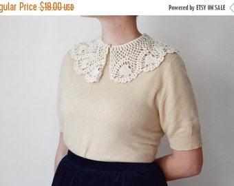 SUMMER SALE Vintage Ivory Crochet Collar