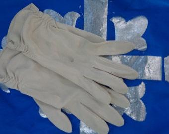 Vintage beige ruched Ladies Elegant formal Gloves  - 50s - 60s