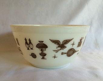 Early American 1 1/2 Quart Pyrex Bowl