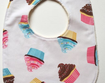 Baby Bib with Organic Cotton. Cupcakes!