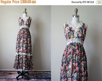 ON SALE 70s Dress - Vintage 1970s Gunne Sax Corset Dress - Black Rose Floral Print Cotton Boho Maxi Sundress S - Prose Poem Dress