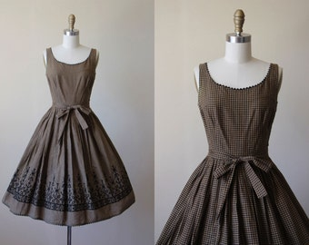 1950s Dress - Vintage 50s Dress - Cocoa Brown Black Gingham Cotton Embroidered Full Skirt Sundress XS - Check Please