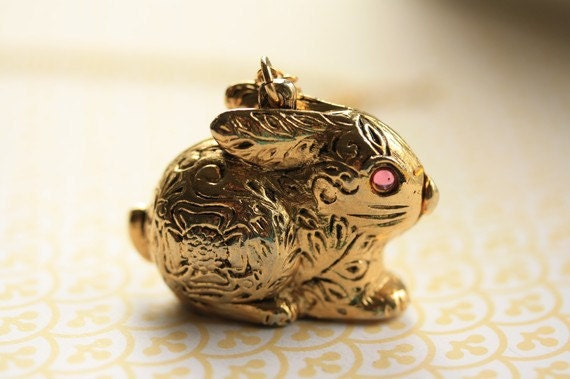 Gold Bunny Locket Necklace, Vintage Rabbit Necklace, Long Animal Necklace, Antique Bunny Pendant, Pink Locket Floral Vintage, Rabbit Jewelry