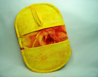 Pinch Pot Holder in Rosa in Yellow - Hot Pad - Ready To Ship