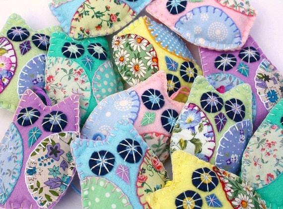 Felt Owl ornaments, 3 Pastel patchwork owl decorations,Handmade owl ornaments,Felt Christmas ornaments,Owl wedding favours,New baby gift.CIJ