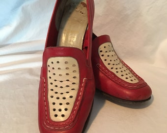 Italian RED 7 M SHOES sq HEELS White front