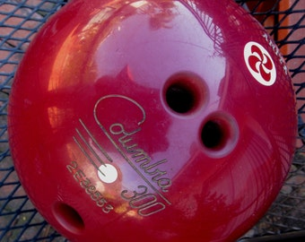 Vintage 1970's  Columbia 300 Bowling Ball 12lb