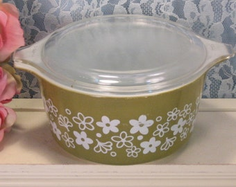 Vintage Pyrex Glass Crazy Daisy Spring Blossom Covered Casserole, 1 Quart Liter Size, Mid Century Kitchen, Glass Cookware Bakeware, 1970s
