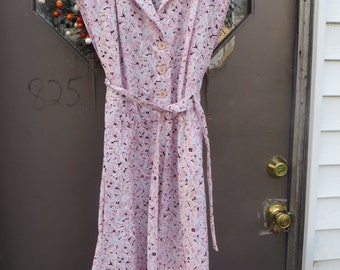 70s pink with black  white   floral button front dress with belt