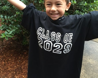 Back to School Photography Prop Class of 2028, 2029, 2030,etc customizable mens sized tee Grows with your child pre k preschool Kindergarten