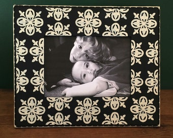 Black and Cream 5x7 Picture Frame , Medallion Patterned Frame , Wedding Photo Frame, Family Photo Frames, Decorative Painted Frames
