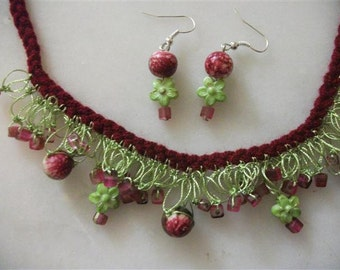 Green And Burgundy Shaky Necklace