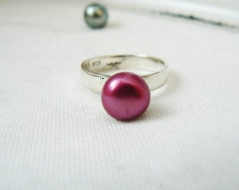 Solid Sterling silver Ring with Gorgeous fushia Freshwater Pearl - Size 7.25