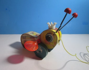 vintage fisher price #444 queen buzzy bee pull toy