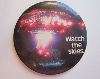 vintage CLOSE ENCOUNTERS button pin - Watch the Skies - alien encounter - circa 1970s