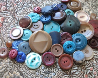 VINTAGE BUTTONS Blue  Wine and Beige