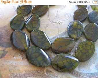 "20% OFF ON SALE 15"" long (12 pcs) Yellow Green Cracked Agate Oval 22mmx30mm Beads"