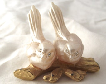 Italian Birds Figurine, Vintage Collectible with Pearly White Birds on a Gold Tone Metal Branch (F3)