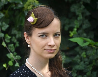 Brown baret with rose