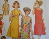 Simplicity 8882 Dress with three necklines vintage 1970 sewing pattern size 12