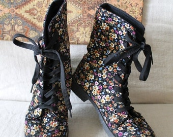 ON SALE 90s floral corduroy grunge boots lace up boots ankle boots good tread rubber soled boots US size 6 small