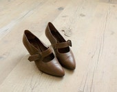 CLOSING SHOP 50% SALE / Vintage 1980s shoes. Mary jane shoes. 80s Italian brown strappy heels