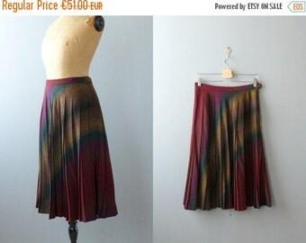 40% OFF SALE // Vintage pleated skirt. 1970s skirt. wool midi skirt