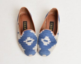 Vintage 90s Zalo Woven Needlepoint Loafers / 1990s Blue Blanket Tapestry Shoes 6.5 36.5