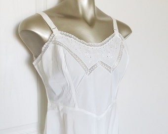 """Vintage 1940's White Lace Slip / Ladies Lingerie Undergarment Endear Barbizon Satin Size Medium 36"""" Bust"""