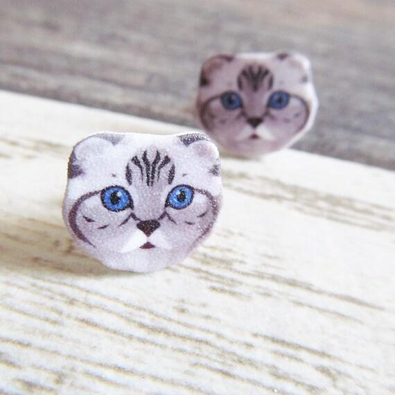Small, scottish fold, gray cat, earrings, blue eyes, shrink plastic,  stainless stud, handmade, les perles rares