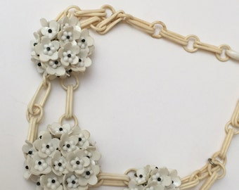 1940s Celluloid Flower Choker Necklace White Early Plastics