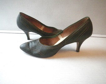 1960s Green Leather Stiletto Pumps Size 8 AA Narrow High Heel Shoes Cuddle-Kins American Girl